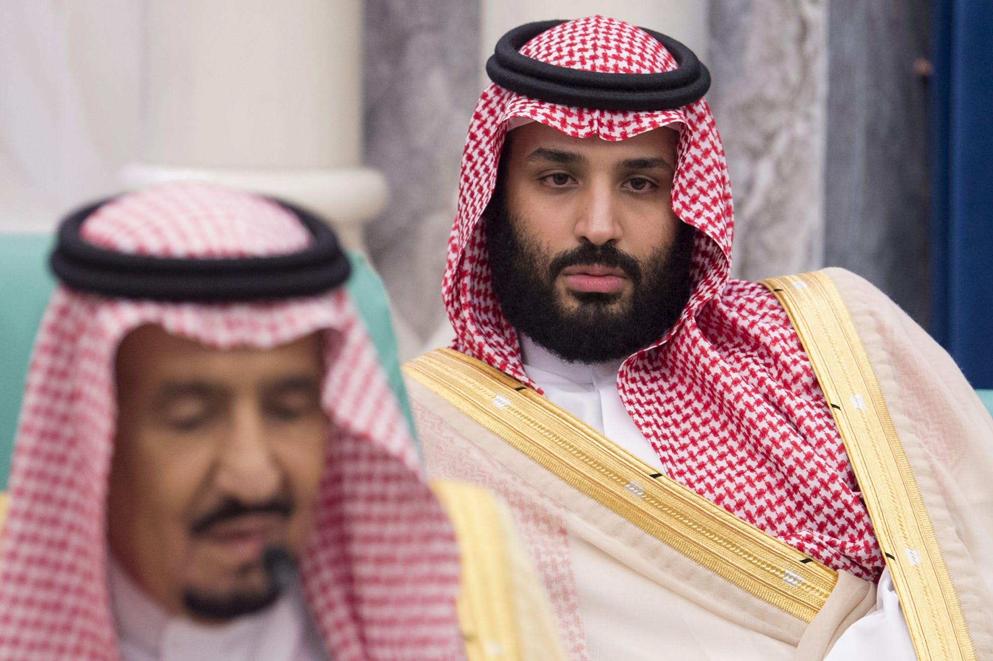 مصادر تفجر مفاجأة مدوية.. الملك سلمان يتنازل عن العرش لنجله ولي العهد