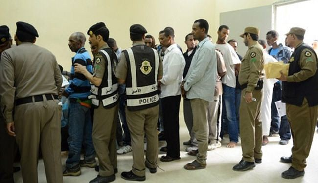 مقطع مسرب من سجن الشميسي في الرياض.. هذا ما يحدث للمخالفين قبل ترحيلهم (فيديو)