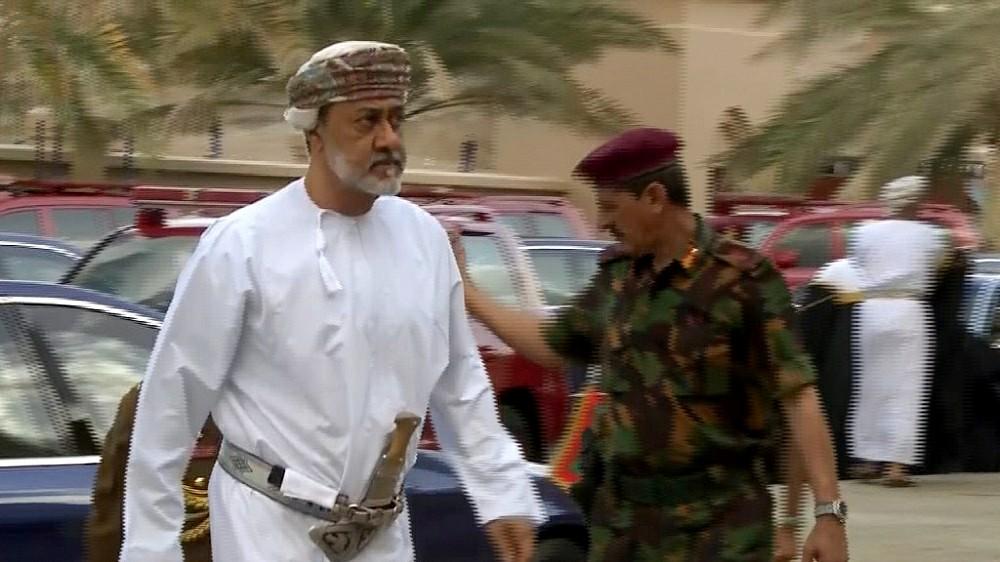 مجلة استخباراتية تفجر مفاجأة صادمة حول موقف السعودية من سلطان عمان هيثم بن طارق