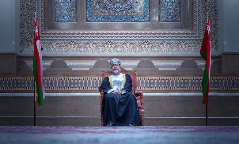 شاهد.. ظهور مفاجئ للأميرة عهد البوسعيدية بالسلاح مع السلطان هيثم بن طارق