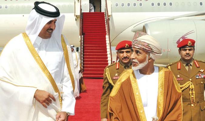 قيادي حوثي منشق يفجر مفاجأة بشأن دور سلطنة عمان وقطر في الحرب اليمنية