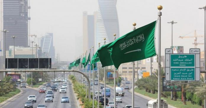 """""""ممنوع على الأجانب"""".. إجراء عاجل من وزارة الموارد البشرية في السعودية يصدم الوافدين"""