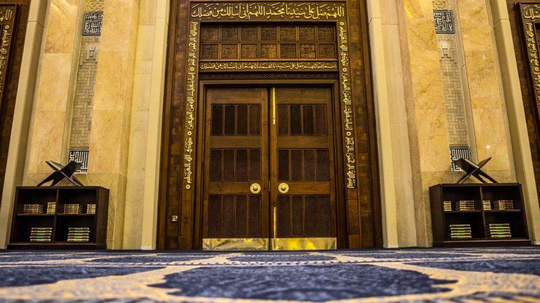 """وزارة الأوقاف الكويتية تتخذ خطوة ضد أمام مسجد.. والسبب """"محمد مرسي""""!"""