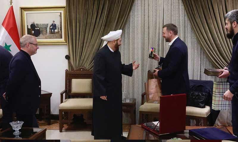 مفتي بشار الأسد يقترح عقد قمة دينية تضم اليهود والبوذيين.. مفاجأة بشأن الدولة المستضيفة
