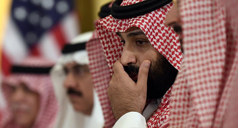 """بعد حادثة القصر الملكي.. ظهور مفاجئ لأمير """"آل سعود"""" مُهَدِدْ عرش محمد بن سلمان (فيديو)"""