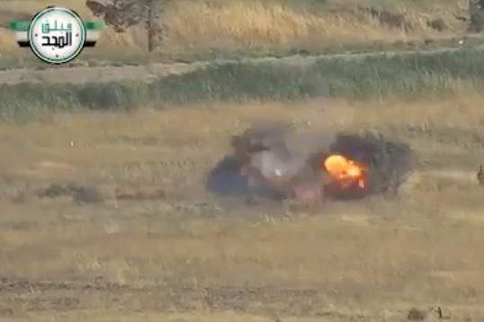"""حاولوا سحب جثة.. مجموعة لـ""""قوات الأسد"""" تتحول إلى أشلاء بجوار زميلهم القتيل في حماة (فيديو)"""