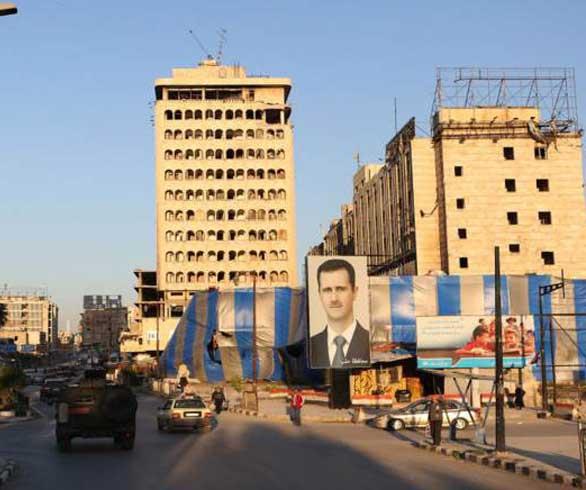 بعد دخولها مكتبه.. هذا ما فعله رئيس مجلس مدينة حلب مع صحفية شابة