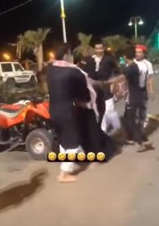 توجيه عاجل من أمير جازان بشأن حادثة هزت السعودية.. امرأة وشبان في حديقة (فيديو)