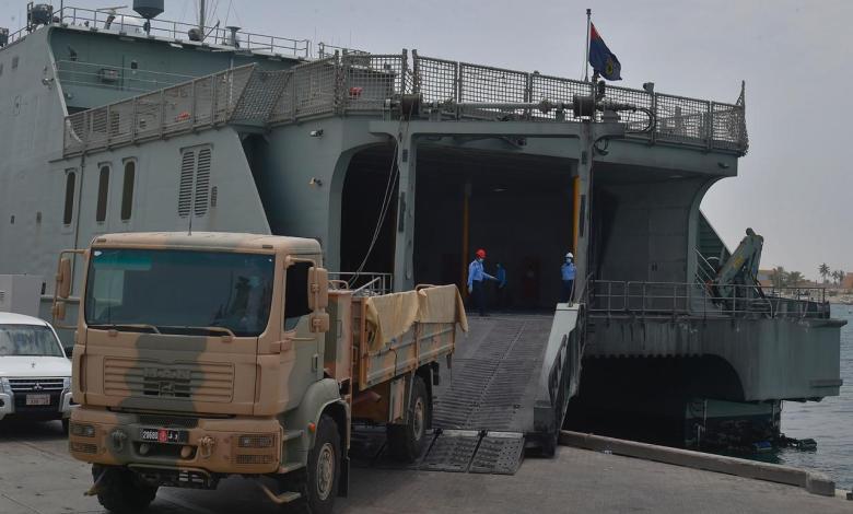"""تحرك عاجل للبحرية السلطانية العمانية وعربات عسكرية بشأن """"مسندم"""" على حدود الإمارات"""