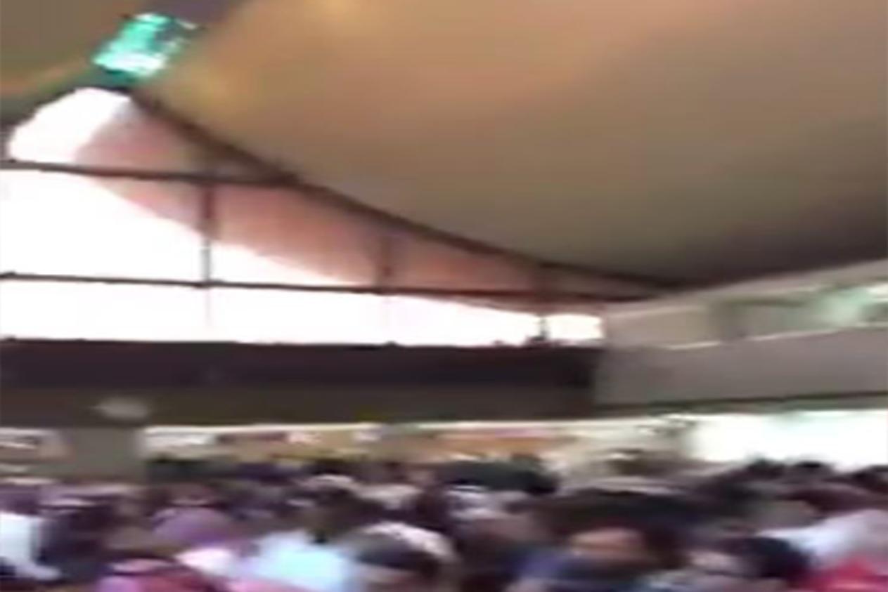 زحام شديد في مطار جدة.. نساء سعوديات يصرخن وشخصيات شهيرة تهرب (فيديو)