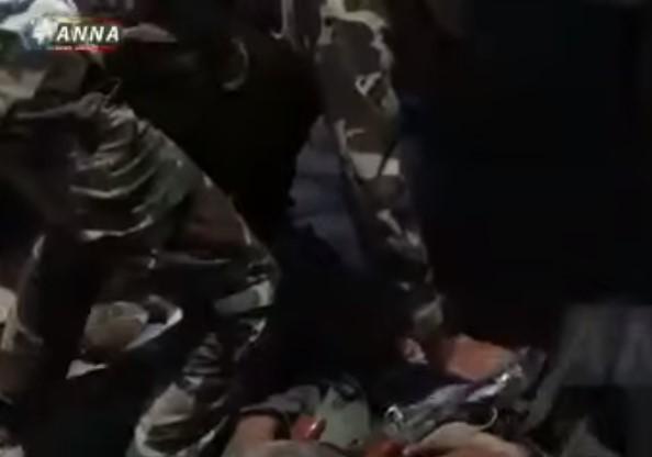"""فرار من المدرعات وجثث على الأرض.. وكالة روسية توثق ما فعلته الفصائل الثورية في """"جيش الأسد"""" والروس (فيديو)"""