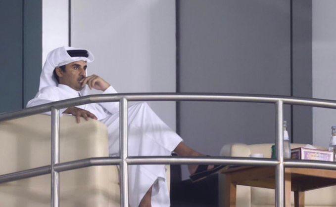 كاميرات توثق ما فعله تميم بن حمد أثناء مباراة الهلال والسد.. مشاهد أشعلت السعودية (فيديو)