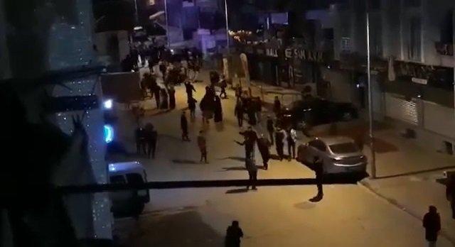حرب شوارع في إسطنبول.. اشتباكات بالسكاكين بين أتراك وسوريين (فيديو)