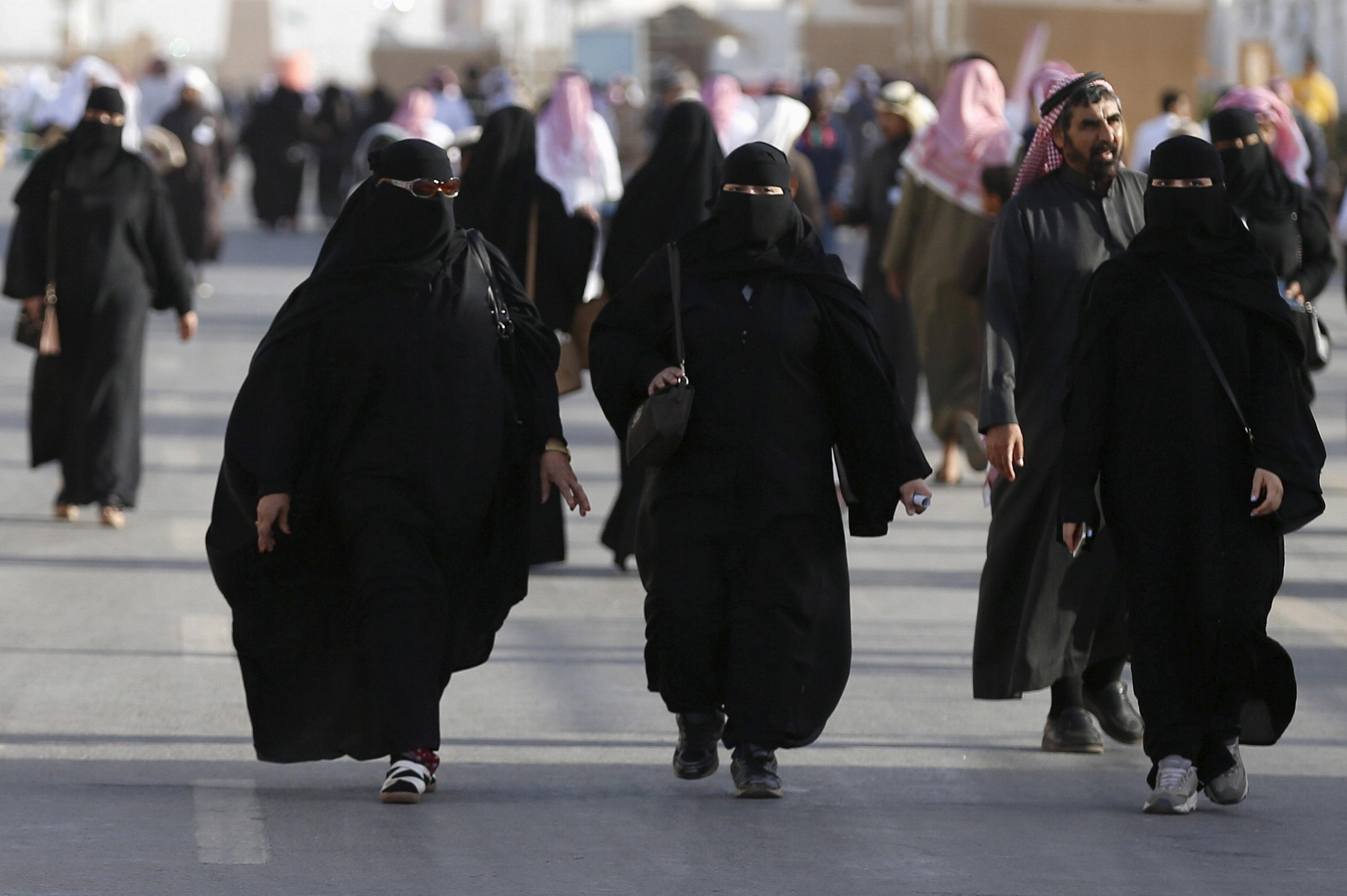 """تعميم عاجل من الداخلية السعودية لـ""""مراكز الشرطة"""" بشأن النساء في احتفالات اليوم الوطني"""