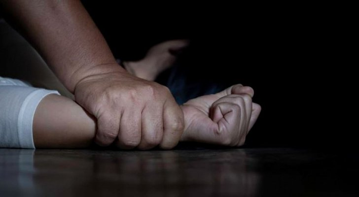 قضية تشيب لها الولدان.. أب يسلم ابنه إلى شقيقها وشاب غريب لاغتصابها في فلسطين