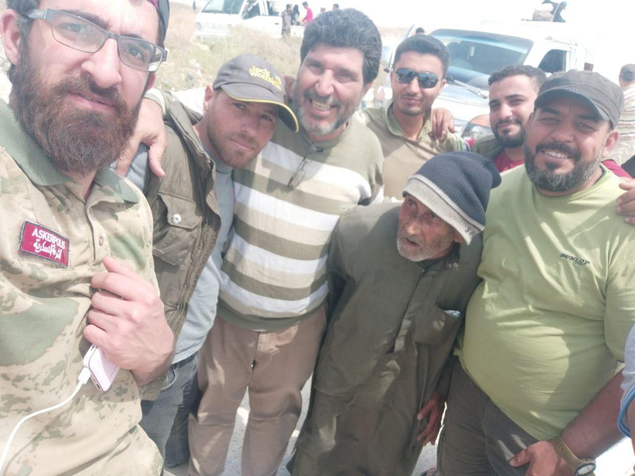 بعد رفضه إهانة عناصر الأسد.. المسن صاحب الفيديو الشهير يصل المناطق المحررة