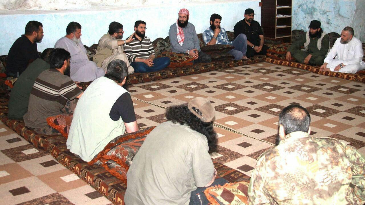 """بحضور """"الجولاني"""" و""""الصالح"""" و""""علي باشا"""".. """"الدرر"""" تكشف تفاصيل اجتماع قادة الفصائل"""