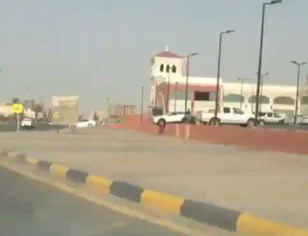 """أغرب حادثة منذ بدء قيادة النساء للسيارات في السعودية.. """"هذا ما يجيك من الحريم"""" (فيديو)"""