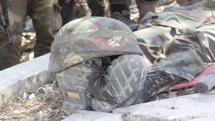 """طيران """"نظام الأسد"""" يفتك بميليشيات """"المصالحات"""" في الحويز.. شاهد صراخهم من تحت الأنقاض (فيديو)"""