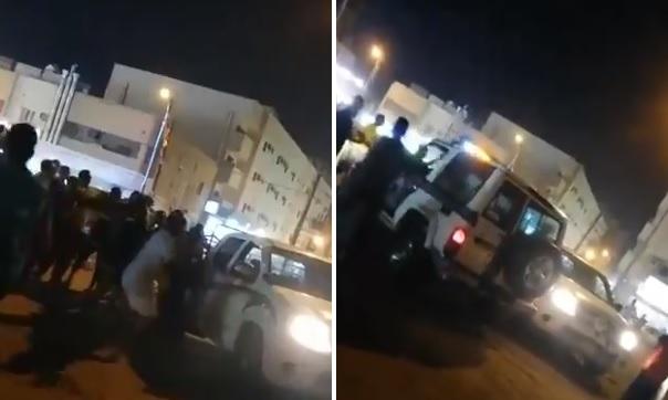 """حرب شوارع بين حوثيين وموالين لـ""""بن سلمان"""" في قلب السعودية.. والشرطة تتدخل وتطلق الرصاص (فيديو)"""