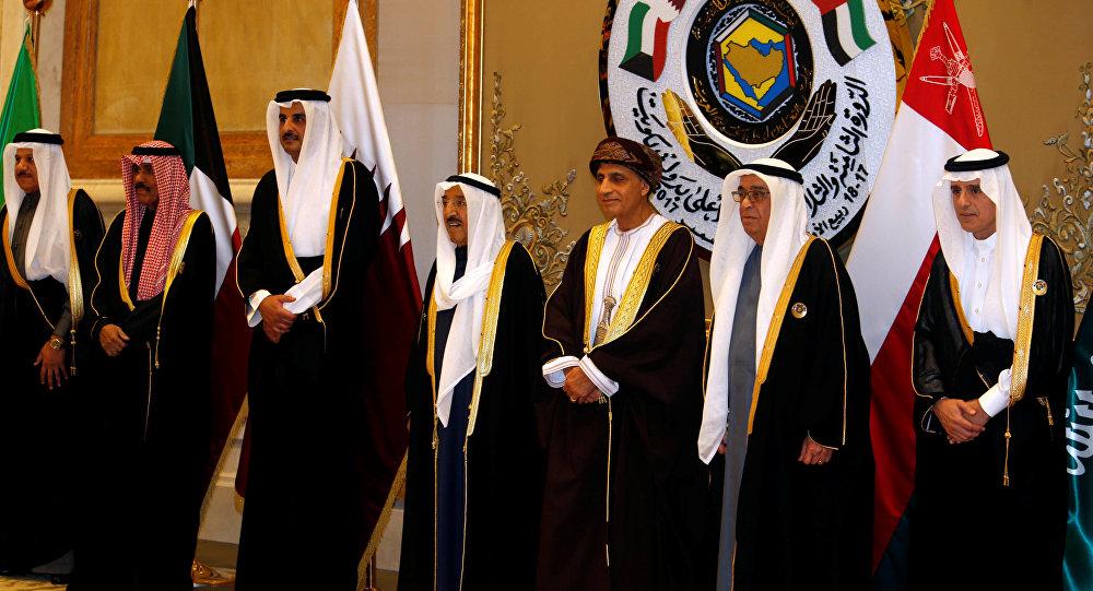 مفاجأة.. الملك يجري أول حوار مباشر مع أمير قطر منذ الأزمة الخليجية