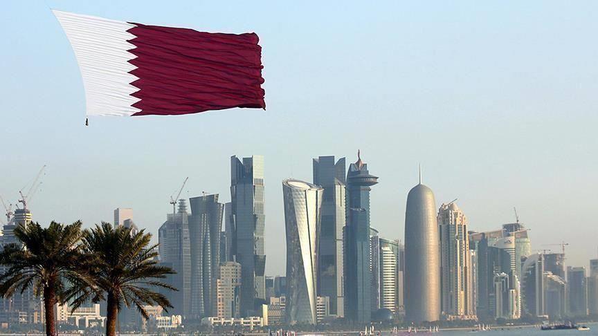 """""""مستشار بن زايد"""" يكشف مفاجأة عن قرار البحرين بإرسال جماهيرها إلى قطر"""