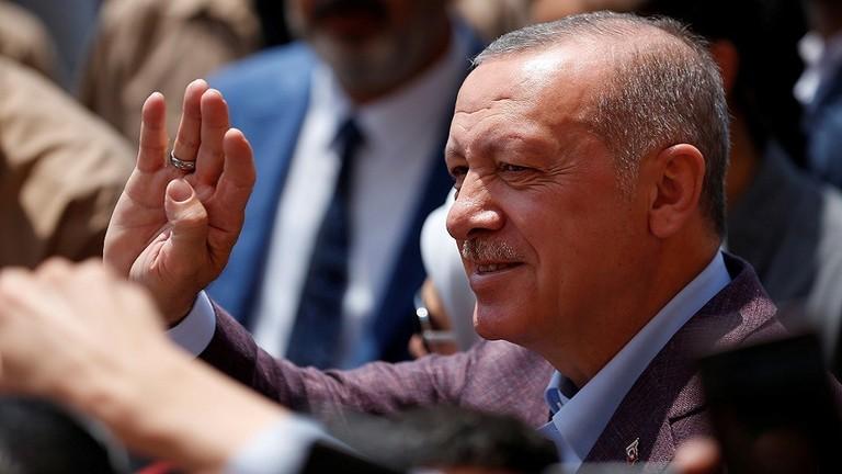 """""""أردوغان"""" يحدد أمام أنصار """"العدالة والتنمية"""" موعد عودة اللاجئين السوريين"""