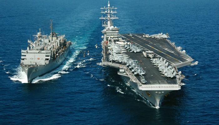 تحركات عسكرية مفاجئة.. سفن أمريكية تعبر مضيق هرمز باتجاه الخليج