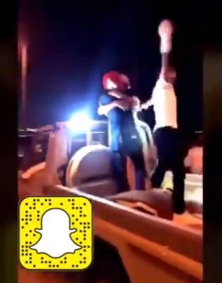 مشاهد صادمة.. شابان سعوديان يمارسان الشذوذ الجنسي في الشارع (فيديو)
