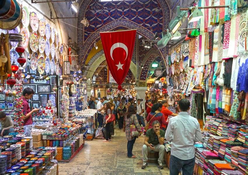 شاهد.. ما فعلته الحكومة التركية مع صاحب متجر منع دخول السوريين والأفغان (صور)