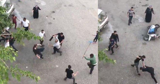"""حروب الشوارع بين السوريين تعود للواجهة.. شجار بـ""""العصي والسكاكين"""" في غازي عنتاب (فيديو)"""