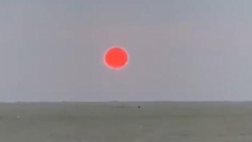 بعد كورونا.. شمس دموية مرعبة في سماء السعودية كأنها يوم القيامة (فيديو)