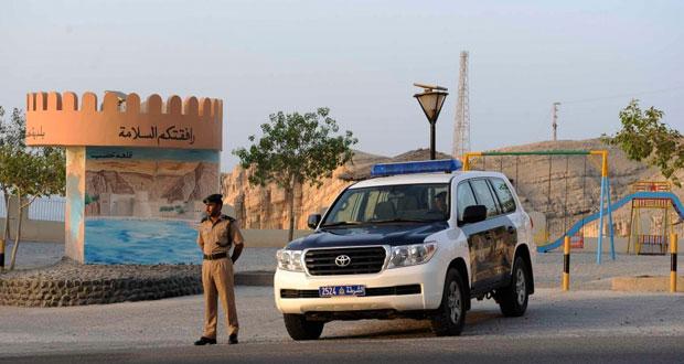 """""""ضرب وصفع وشد شعر"""".. مشاجرة عنيفة بين فتيات في شوارع سلطنة عمان"""