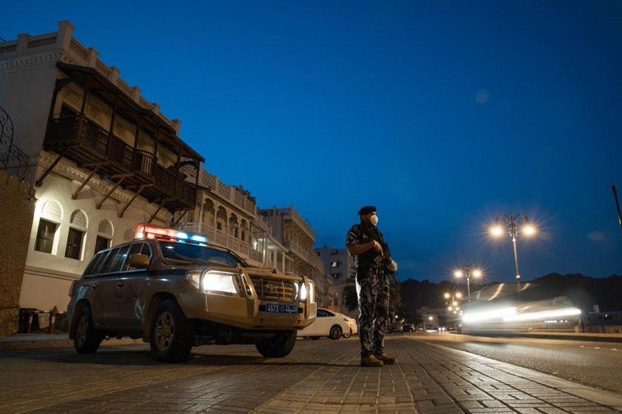 سيارات أجنبية غريبة تثير الريبة في سلطنة عمان.. وتحرك عاجل للشرطة السلطانية
