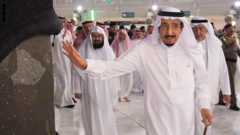 """بعد انتهاء الحج.. أمير من آل سعود يكشف لـ""""الملك سلمان"""" ما حدث داخل المسجد الحرام"""