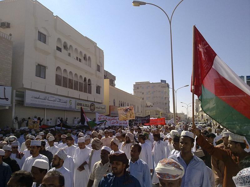 """ثورة في سلطنة عمان.. ومطالبات لـ""""السلطان قابوس"""" بالتدخل لإنهاء الأزمة"""