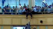 """أردني يحاول الانتحار بالبرلمان أثناء جلسة منح الثقة لحكومة """"الرزاز"""""""