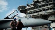 بالفيديو.. تحرك مفاجيء من حاملة طائرات أمريكية في الخليج بعد تصعيد الموقف الإيراني