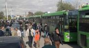 نظام الأسد يلاحق مهاجري الغوطة ويستهدف حافلاتهم بريف حماة