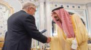 """""""العربي المجنون"""" يكشف تفاصيل أول لقاء جمعه بـ""""الملك سلمان"""" في قصر الحكم السعودي (صورة)"""