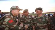 """رئيس تحرير صحيفة """"يني شفق"""" يكشف سر زيارة أردوغان إلى الحدود السورية بالبدلة العسكرية"""