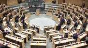 شاهد.. نائبة تلعب بهاتفها أثناء إلقاء بيان الحكومة بمجلس النواب الأردني