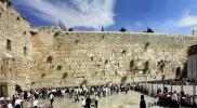 """شاهد.. سقوط صخرة ضخمة من """"حائط البراق"""" بالقدس المحتلة"""
