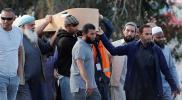 بالصور.. الناج السوري من مذبحة نيوزيلندا يشيع والده وشقيقه