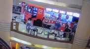 فيديو مؤسف ومؤلم.. لحظة انتحار شابة مصرية وسط أشهر مول في مصر (شاهد)