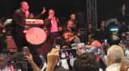"""صحف تركية تهاجم مطربًا سوريًا مجّد الأسد بحفلٍ في """"هاتاي"""" حضره نواب معارضون"""