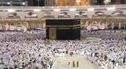 """انتشار الأمن السعودي وتجمهر المعتمرين.. أصوات """"خبط شديدة"""" في الكعبة تهز المسجد الحرام (فيديو)"""