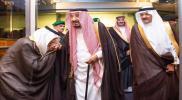 """عشرات الأمراء من """"آل سعود"""" في مطار جدة.. إجراء عاجل لـ""""الملك سلمان"""" بعد الحادث الآليم"""
