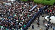 """بالفيديو.. تظاهرات طلابية حاشدة بالجزائر رغم تعهد """"بوتفليقة"""" بانتخابات رئاسية مبكرة"""