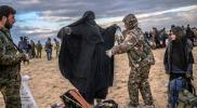 """امرأة من """"تنظيم الدولة"""" تمزق جسد مقاتلتين من ميليشيا """"الوحدات"""" في الباغوز"""